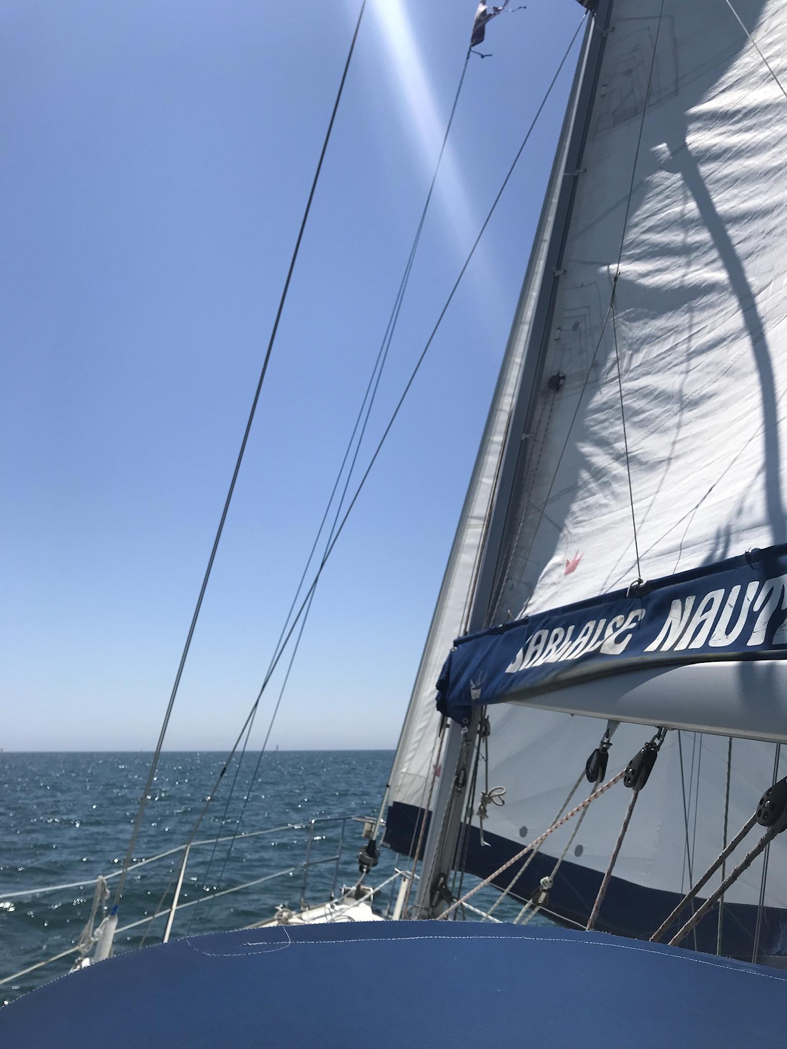 JOJUEL | 3 places | Pkg Port Olona 85340 Les Sables-d'Olonne (Vendée)